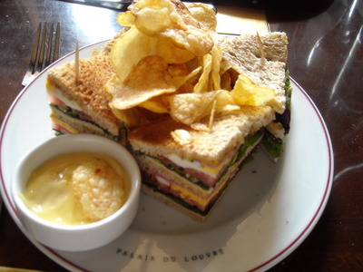 club-sandwich in cafe marly.JPG